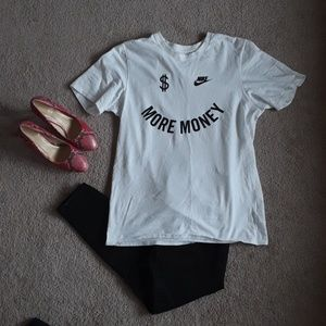 Nike tshirt size medium